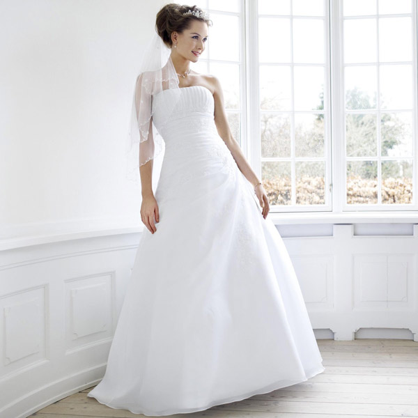 Robe de mari e blanche 2013 l 39 heure du choix for Robes blanches pour les mariages