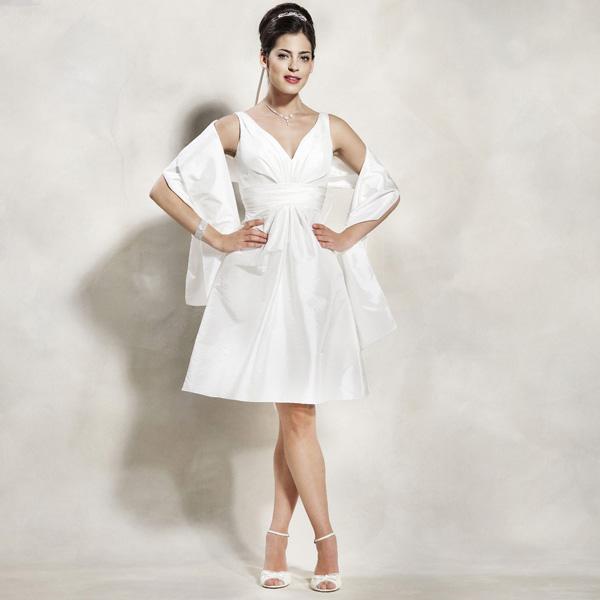 Robe de mari e encolure en v coupe princesse ou robe de for Robes courtes en ivoire pour mariage