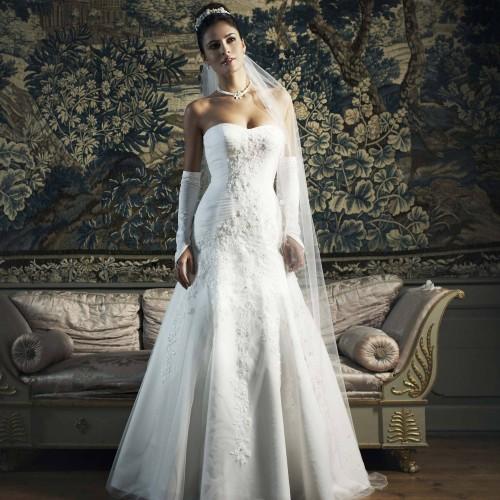 Adapter le collier au type de bustier de sa robe de mariée