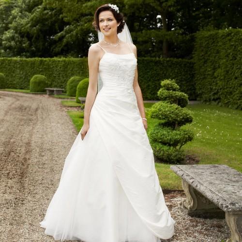 e2768a5f1fcf8 Robe de mariage princesse ivoire fines bretelles Clem