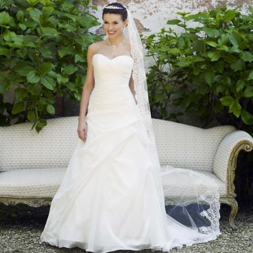 3e0c6bf4bbb Robe de mariée pas cher en organza avec bustier cœur - Instant Précieux