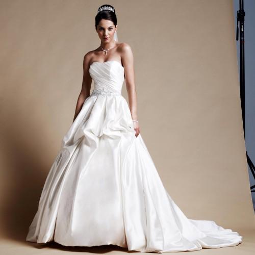 55075c74c12c0 Robe de mariée princesse bustier coeur Luna