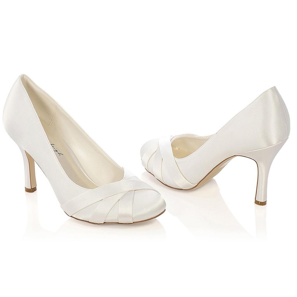 Chaussures de mariée ivoire ou blanche Greta  Chaussures mariage bout rond  Greta  Chaussure mariée satin Greta  Chaussures mariée talon 9 ... b5317a55507