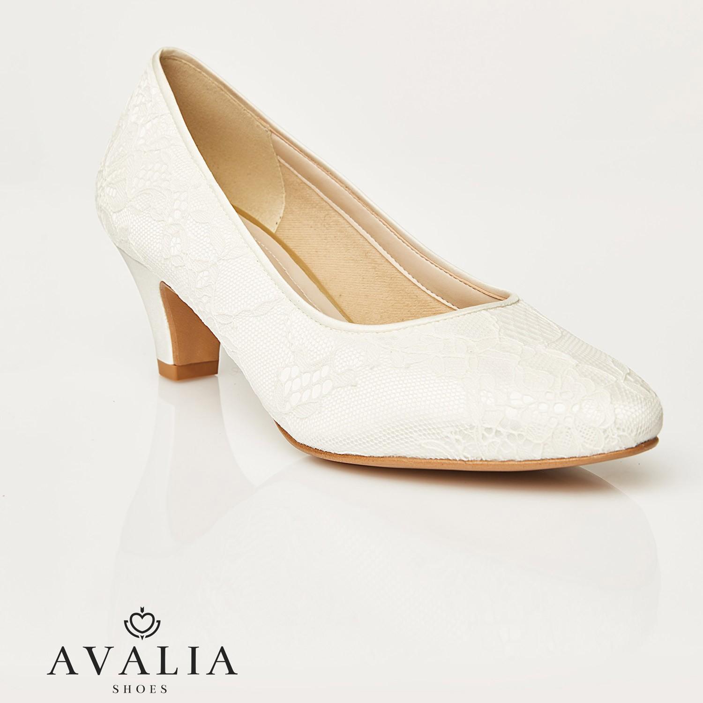 chaussures de mariage en dentelle ivoire et petits talon lara avalia. Black Bedroom Furniture Sets. Home Design Ideas