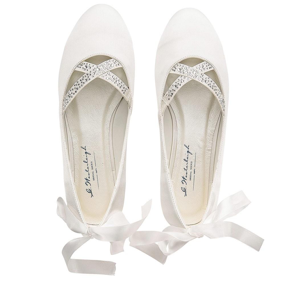 ... Chaussure mariée satin Jenny  Chaussures mariée sans talon Jenny. Ballerines  mariée avec strass ... 11bb5d2ebec7