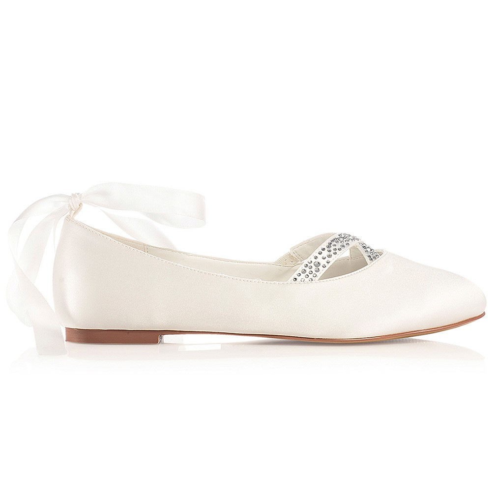 ... Chaussures mariage bout rond Jenny  Chaussure mariée satin Jenny  Chaussures  mariée sans talon Jenny. Ballerines mariée avec strass ... f97ef128c686