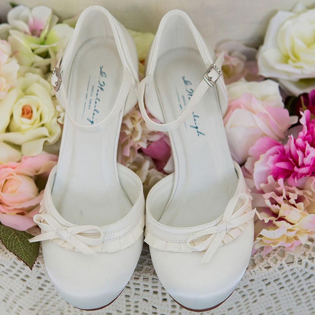 chaussure mariage ivoire ou blanche en satin bout rond. Black Bedroom Furniture Sets. Home Design Ideas