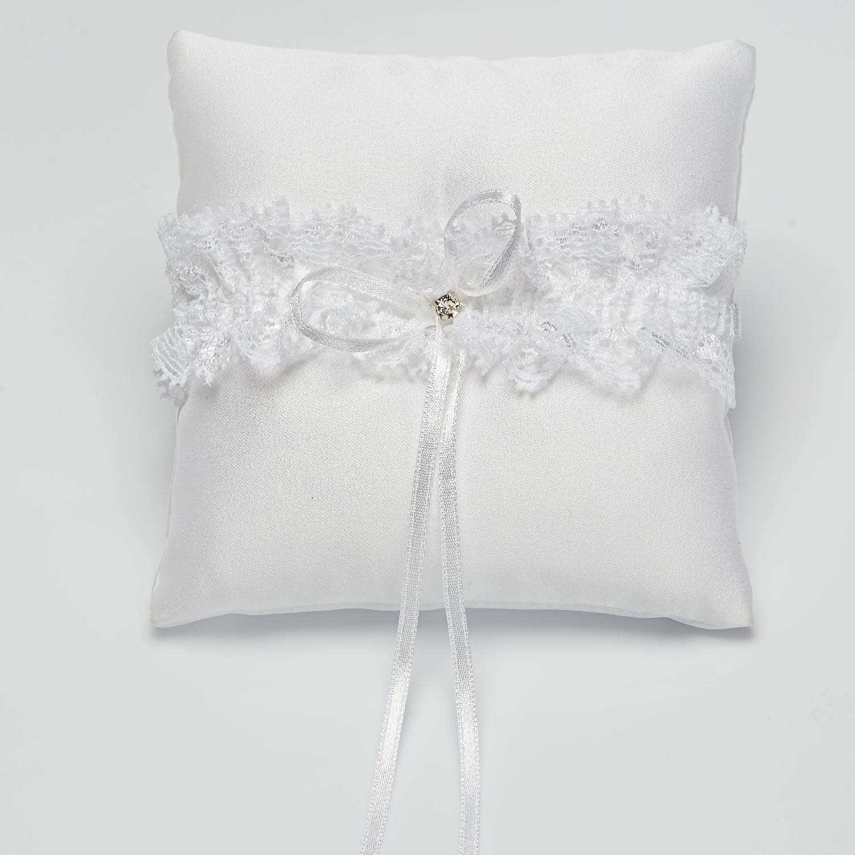 coussin alliance ivoire ou blanc avec dentelle et cristal anata. Black Bedroom Furniture Sets. Home Design Ideas