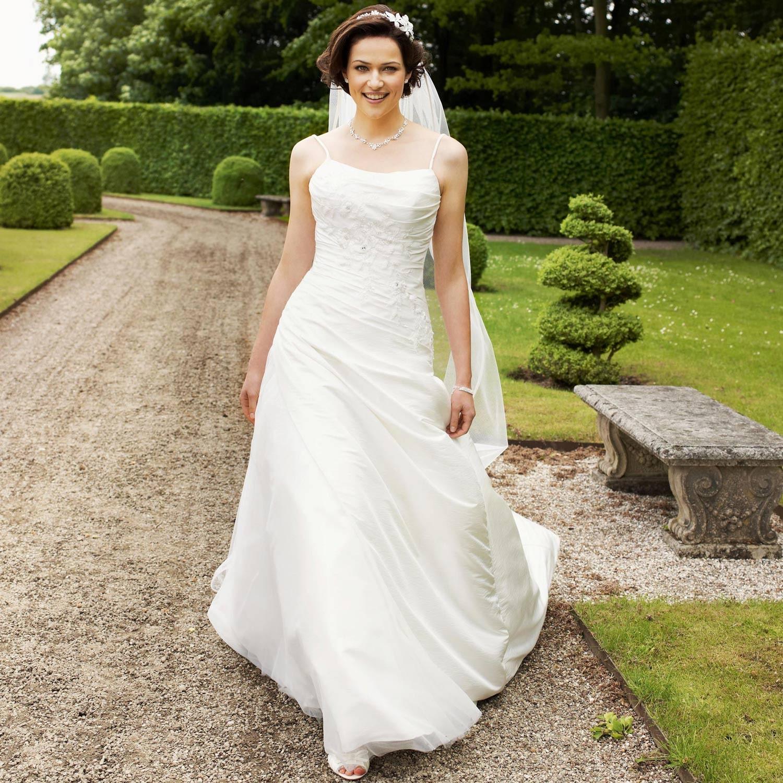 36ab3a61c11d3 ... Robe mariée pas cher bretelles Clem. Robe de mariée princesse ivoire  fines bretelles Clem