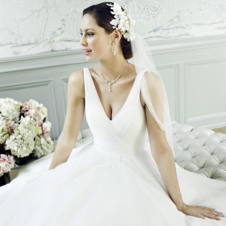 Robe de mari e bretelles coupe princesse aurora for Mariage robe destination mariage