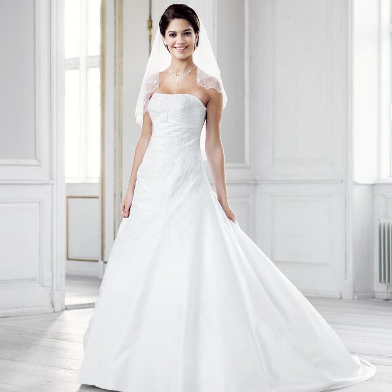 robe de mari e blanche en taffetas et broderies alima. Black Bedroom Furniture Sets. Home Design Ideas