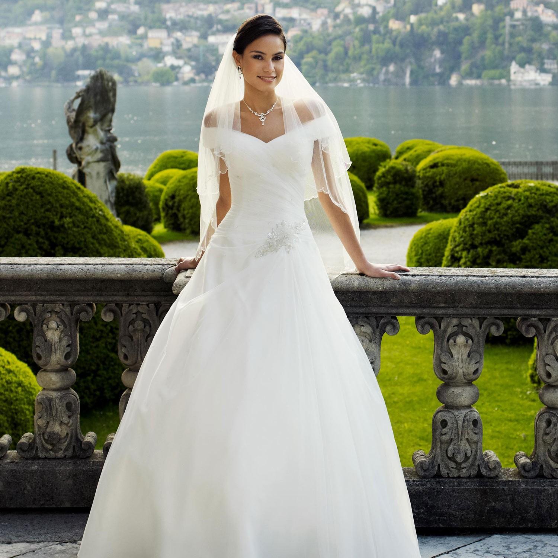 Robe de mariage princesse ivoire col bateau klava for Robes de mariage de juin