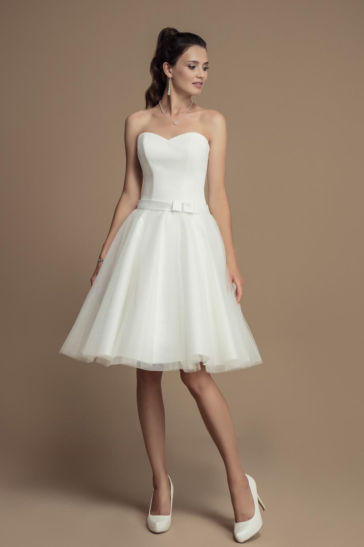 Robe de mariée courte en satin et ceinture