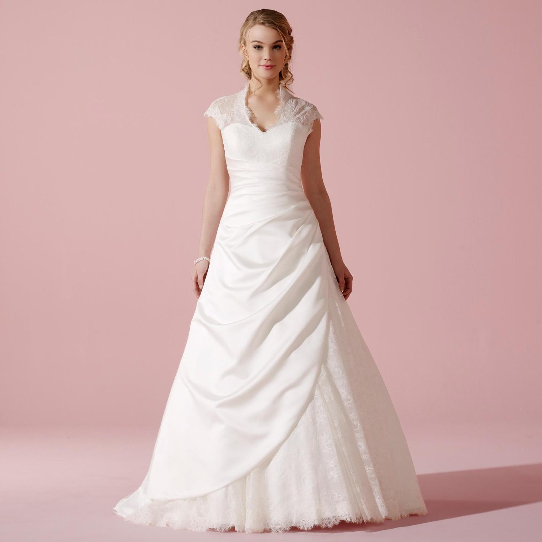 Robe de mariage type princesse en dentelle et satin tess for Robes de taille plus pas cher pour les mariages