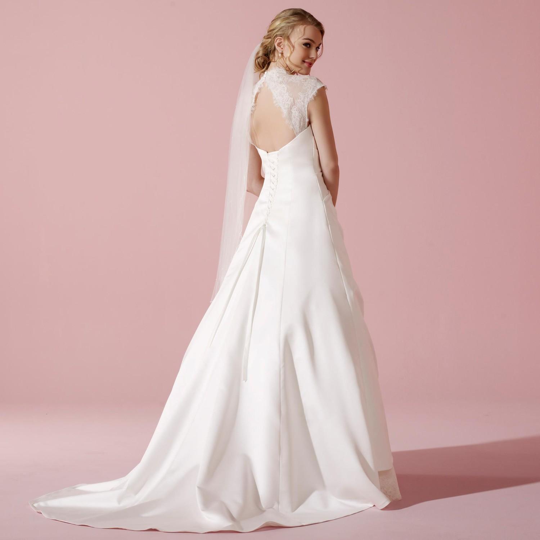 robe de mariage type princesse en dentelle et satin tess. Black Bedroom Furniture Sets. Home Design Ideas