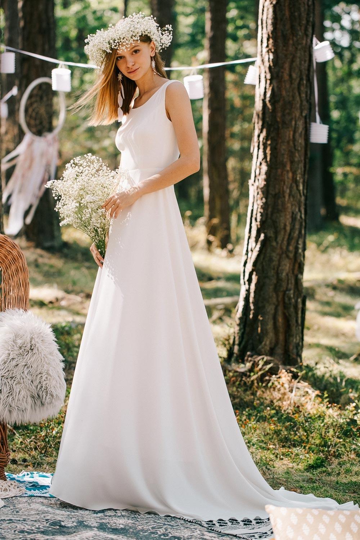 Robe mariée simple et élégante en mousseline