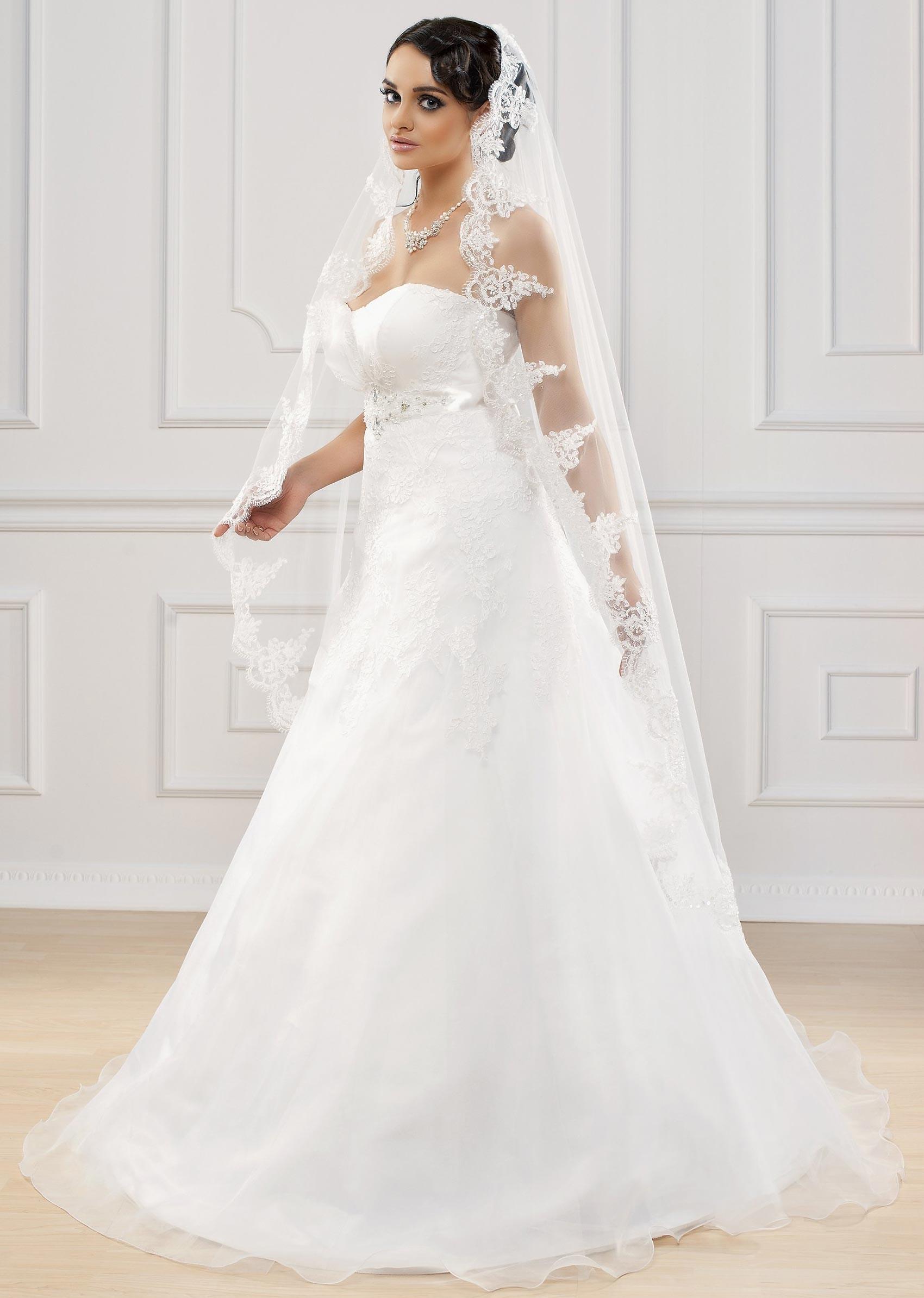 Voile mari e long en dentelle ivoire gisella for Bas les robes de mariage arkansas
