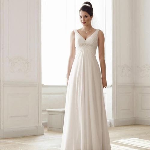 La robe de mariée Empire reste lalliée des mariées minces